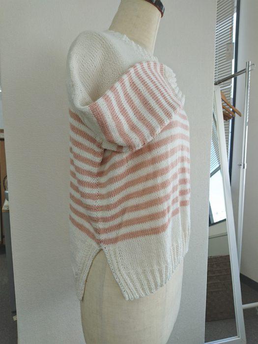 白ピンク春セーター